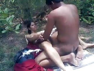 Indian Teen Couple fuck in the Park