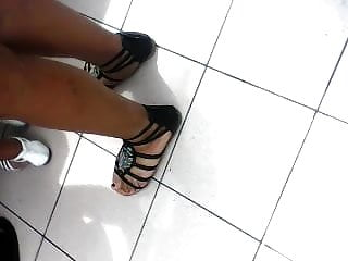 candid pretty indian or latina feet