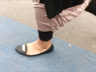 Shoe Fetish – Foot Following BBW Muslima