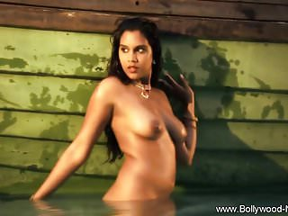 Bollywood Hottie Exotic Dancer